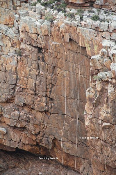 File:Karbonaatjeskraal Lower Panel on West face photo topo low res 1.jpg