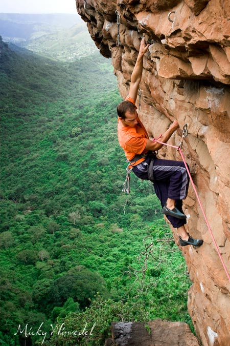 Right:  Simon Lowe making easy work of Vamparama 29/30 and carrying a set of nuts to back up dodgy bolts. Photo taken at the Canyon in Kloof Gorge, Natal Photo by Micky Wiswedel