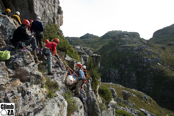 A training exercise on Junction Peak, Table Mountain that involved jummaring up a cliff, abseiling down to the patient, a steep slope carry, narrow dassie ledge carry and finally a lower down a cliff !!