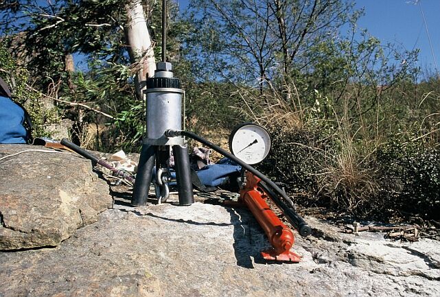 Figure 4: Upat Portable Hydraulic Testing Rig in Pull-Out/Tension Mode