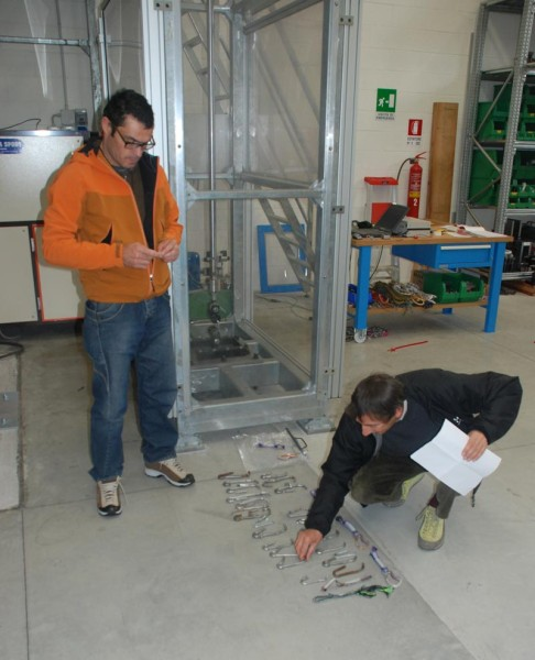 Carabiner testing in the lab